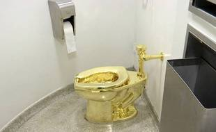 Les WC «America» de Maurizio Cattelan au musée Guggenheim de New York en 2016