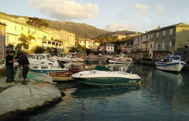 Le tournage d'«Une île», dans le village de Centuri, en Corse.