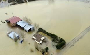 Vue aérienne prise le 3 mars 2010 du village inondé de L'Aiguillon-sur-Mer 4 jours après la tempête Xynthia
