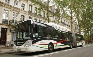 """Un bus """"Citadine"""" de la siciété Transpole boulevard de la Liberté à lille."""