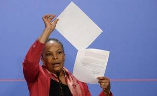 Christiane Taubira s'adresse à la presse en marge du briefing hebdomadaire le 12 mars 2014 à l'issue du Conseil des ministres