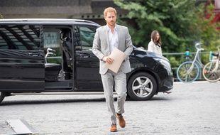 Le prince Harry arrivant à la présentation de son projet de tourisme durable, Travalyst, à Amsterdam
