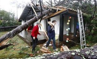 La tempête Klaus va coûter entre 1 et 1,4 milliard d'euros aux assureurs, avec un nombre de sinistres estimés entre 400.000 et 600.000, a affirmé mardi Bernard Spitz, président de Fédération française des sociétés d'assurances (FFSA).