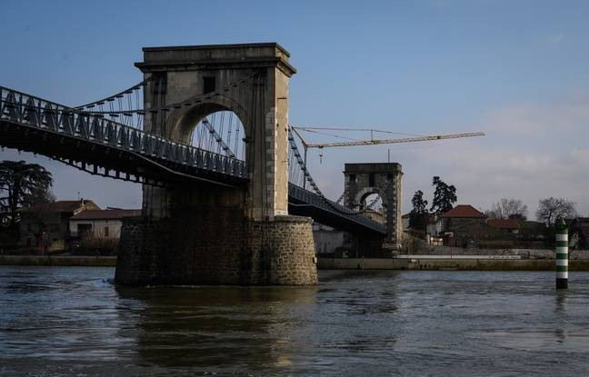 Drôme/Ardèche: Inquiétudes autour d'un pont de 200 ans, deux mois après le drame de Mirepoix-sur-Tarn