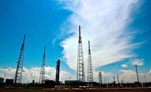 Un problème de moteur de la fusée Falcon 9 de la société américaine SpaceX a empêché à la dernière seconde samedi matin le lancement très attendu de Floride vers la Station spatiale internationale (ISS) de sa capsule Dragon, a indiqué Elon Musk, fondateur et PDG de SpaceX