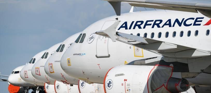 Des avions de la compagnie Air France sur le tarmac de l'aéroport de Roissy Charles de Gaulle