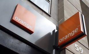 Le groupe France Télécom-Orange a annoncé jeudi qu'il entendait recruter 4.000 personnes en France dans les trois prochaines années (2013-2015), des chiffres qui ne compenseront toutefois pas les quelque 9.000 départs attendus sur la période.