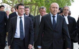 Seize élus socialistes, parmi lesquels l'ancien ministre, Daniel Vaillant, et le maire de Lyon, Gérard Collomb, publient dans le Journal du dimanche une tribune saluant l'action de Manuel Valls contre les campements illicites de Roms.