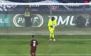 Ca devrait être interdit par les lois du jeu de tirer un penalty comme ça.