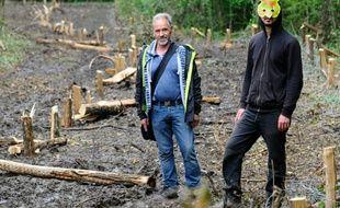 Des opposants au projet Cigéo de stockage de déchets radioactifs occupent un bois menacé par la construction de ce site, le 21 juin 2016 à Bure (Meuse)