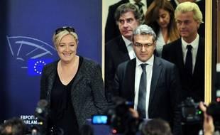 Aymeric Chauprade et Marine Le Pen, le 28 mai 2014 à Bruxelles.