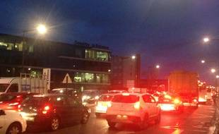 La circulation était difficile, mardi 27 janvier 2015, sur les boulevards de Bordeaux en direction du pont de Latule