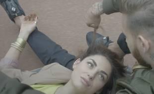 M Pokora et Emily D'Angelo dans le clip Le Monde.