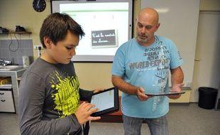 En 2014, les collégiens du département des Alpes-maritimes ont reçu des tablettes pour les cours.