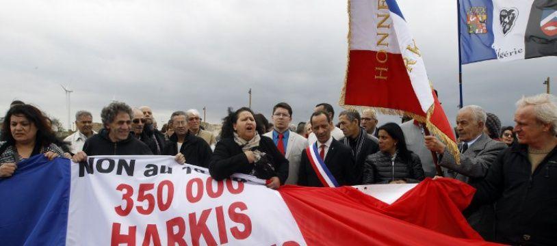 Les harkis sont des Algériens qui ont combattu côté français pendant la guerre d'Algérie.
