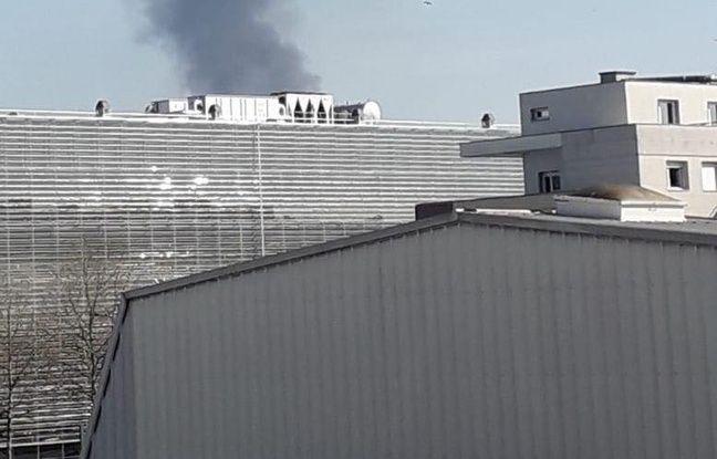 L'incendie s'est déclaré au Port du Rhin.