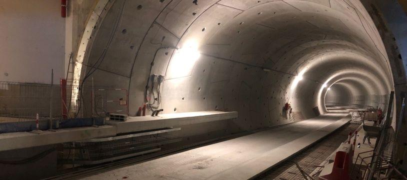 Vue du tunnel de la ligne b du métro dans la future station Gares.