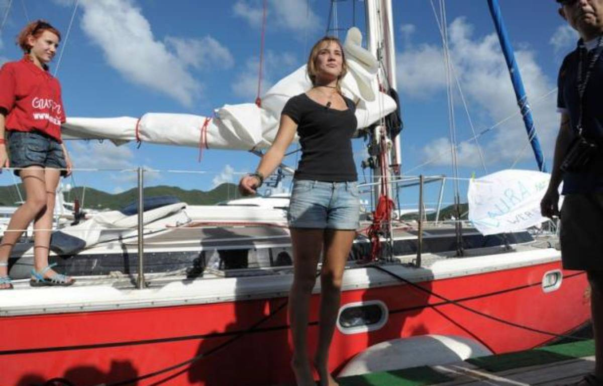 L'adolescente néerlandaise Laura Dekker a achevé samedi à Saint-Martin dans les Antilles un tour du monde à la voile en solitaire, devenant la plus jeune navigatrice à réaliser un tel exploit, a constaté une correspondante de l'AFP. – Jean-Michel Andre afp.com