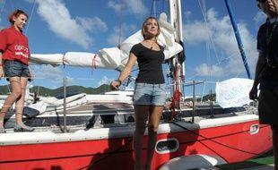 L'adolescente néerlandaise Laura Dekker a achevé samedi à Saint-Martin dans les Antilles un tour du monde à la voile en solitaire, devenant la plus jeune navigatrice à réaliser un tel exploit, a constaté une correspondante de l'AFP.