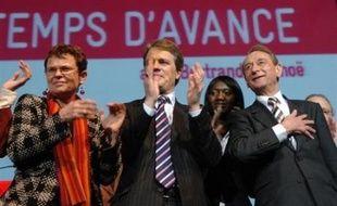 Pour son grand meeting à dix jours des municipales, le maire PS de Paris Bertrand Delanoë a longuement défendu son bilan, mercredi soir au Zénith, où il avait choisi de s'entourer de représentants forts des valeurs républicaines, dont le Résistant Raymond Aubrac.