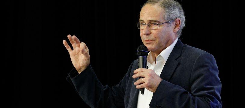 Le CSA met en demeure RMC qui a invité le controversé professeur Christian Perronne.