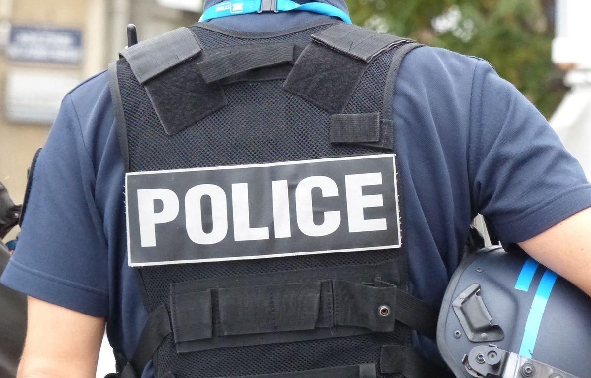 Un fonctionnaire de police. (Illustration) – E. Riberry / 20 Minutes