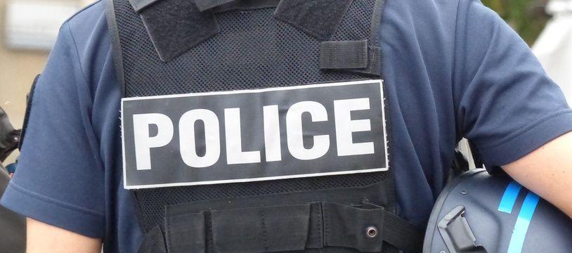 Un fonctionnaire de police. (Illustration)