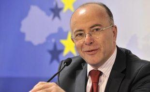 """Le vote du traité sera """"un test de la capacité de la majorité à se rassembler sur des sujets essentiels"""", a jugé dimanche le ministre aux Affaires européennes, Bernard Cazeneuve, pour qui les élus récalcitrants affaibliront """"l'ambition de transformation de l'Europe"""" de François Hollande."""