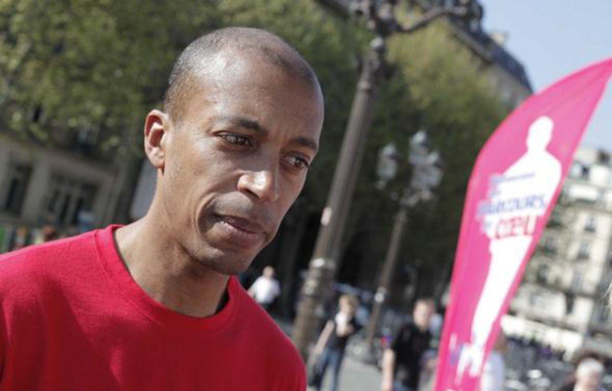Stéphane Diagana au Parcours du Coeur 2010 sur le parvis de l'Hotel de Ville à Paris, le 20 janvier 2010. – JOBARD/SIPA