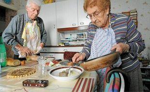 Simone et Aloïs Derouard ont pu rester dans leur maison grâce à l'APA.