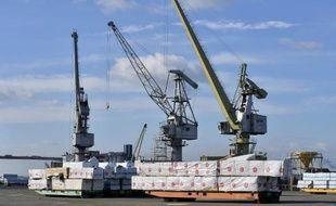 Des marchandises prêtes à être chargées sur des bateaux dans le port de Saint-Nazaire, le 4 février 2015