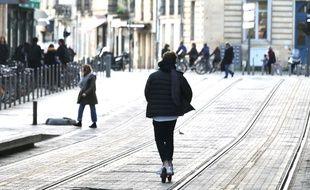 Le 19 décembre 2019, une trottinette sur les voies du tramway, à Bordeaux