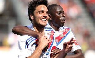 Les joueurs de Lyon, Clément Grenier (à g.) et Mouhamadou Dabo le 19 mai 2013 contre Nice en championnat.
