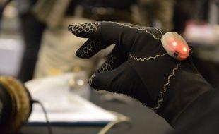 Le gant permet de créer sa musique sans toucher à rien.