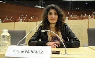 Fin décembre, elle campait devant les entrepôts Pimkie avec ses collègues en grève. Aujourd'hui, elle siège au conseil régional.