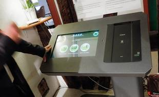 La  borne électronique pour les personnes SDF Chez Entraide le Relais. Strasbourg le 27 septembre 2017.