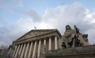 La commission des Lois de l'Assemblée a adopté mercredi un projet de loi gouvernemental instituant une procédure de destitution du chef de l'Etat, découlant d'une révision constitutionnelle datant de 2007.