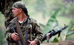Le gouvernement du président colombien Juan Manuel Santos et la guérilla marxiste des FARC ont entamé des contacts à Cuba en vue d'établir un éventuel dialogue de paix, affirme dimanche le quotidien colombien El Espectador de Bogotá.