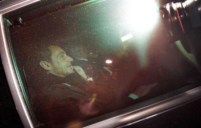 """Nicolas Sarkozy est """"favorable à toute initiative qui peut permettre de régler la situation"""" à l'UMP, a indiqué dimanche à l'AFP l'entourage de l'ancien président."""