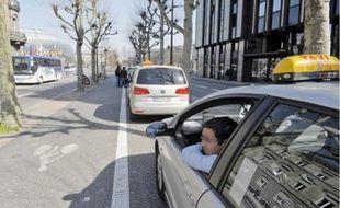 Le tourne-à-gauche décidé par la ville coupera la réserve des taxis, au grand dam des chauffeurs.