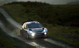 Le Finlandais Jari-Matti Latvala (Ford Fiesta RS) a remporté le rallye de Grande-Bretagne, dimanche près de Cardiff, une victoire facilitée par l'abandon de Sébastien Loeb (Citroën DS3) à la suite d'un accident de la route, alors que le Français était 2e du rallye.