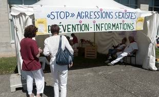 Un stand contre le harcèlement de rue et les agressions sexuelles aux Fêtes de Bayonne, le 27 juillet 2017.