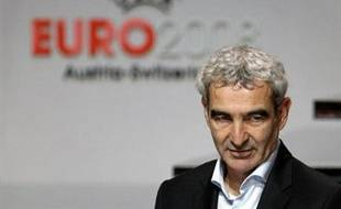 """Le sélectionneur de l'équipe de France Raymond Domenech a estimé lundi que les Bleus, à travers les rencontres amicales A' et A contre la RD Congo et l'Espagne les 5 et 6 février, étaient entrés dans """"la dernière ligne droite"""" avant l'Euro-2008 (7-29 juin)."""