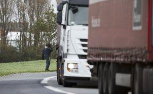 Les migrants tentent de rejoindre la Grande-Bretagne à bord de camion.