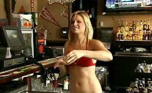 Capture d'écran d'un reportage sur la ville de Bankersmith, rachetée et rebaptisée Bikinis.