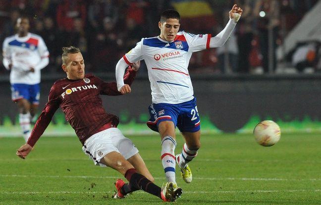 Le 22 novembre 2012, Yassine Benzia inscrivait son premier but avec les professionnels de l'OL, lors d'un match de Ligue Europa à Prague.