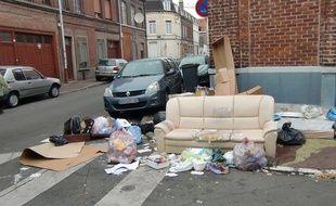 Dépot sauvage d'ordures dans une rue de Lille en 2012 (Illustration)