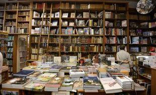 Une enquête réalisée par l'Insee en 2011 montre que le temps consacré à la lecture, y compris sur internet, a diminué d'un tiers depuis 1986.