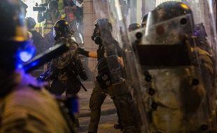 Des policiers à Hong Kong