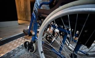 Un usager en fauteuil roulant. Illustration